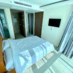 Grand Avenue Pattaya ベッドルーム・バスルーム入口